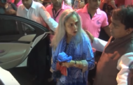 JAYA BACHCHAN LOSES COOL AT FAN WHO TRIES TO TAKE A SELFIE WITH HER DURING GANESH CHATURTHI