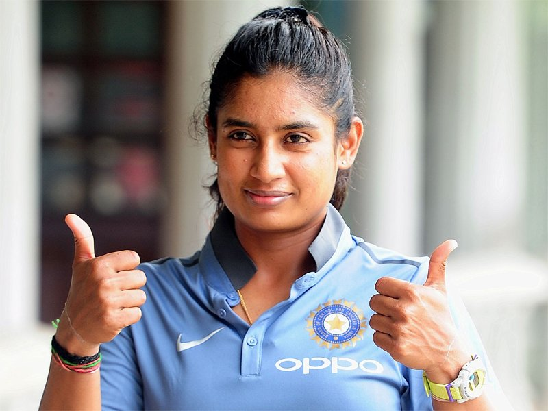 MITHALI RAJ POSTS THROWBACK PIC ONLINE; TWITTERATI THRASH CRITICS OF THE POST