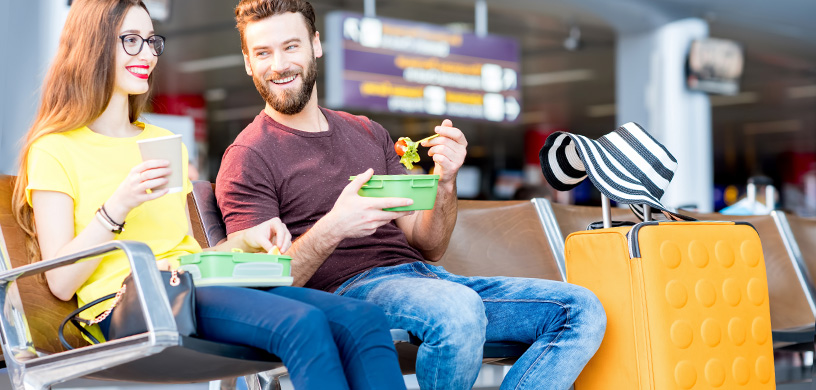 HOW TO EAT HEALTHY WHILE TRAVELING!