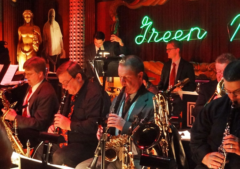 MOBSTERS AND JAZZ AT GREEN MILL CHICAGO-min