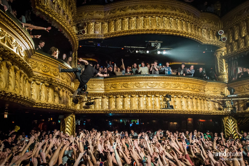 SEE THE SHOW IN STYLE AT HOUSE OF BLUES CHICAGO-min