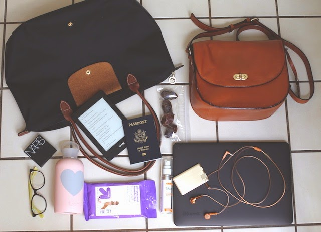 THINGS TO CARRY IN TRAVEL TOTES