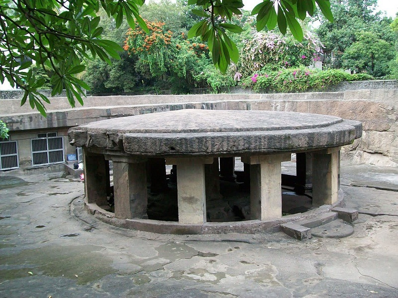 Pataleshwar Cave Temple - Top place to visit in India