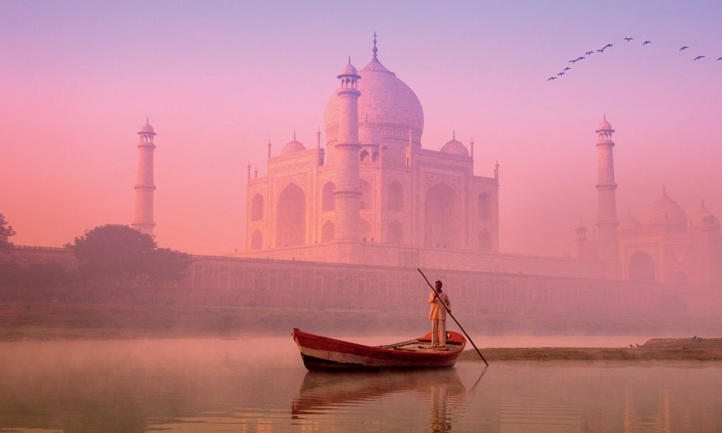 boat rides from Delhi to Taj Majal