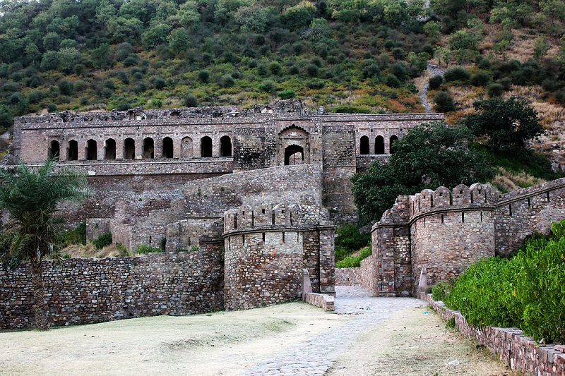 Bhangarh Fort – The Truth behind Its Horrific Stories