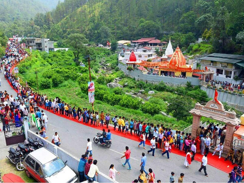 Witness the Gathering of Devotees at the Kainchi Dham Fair 2019 in Uttarakhand