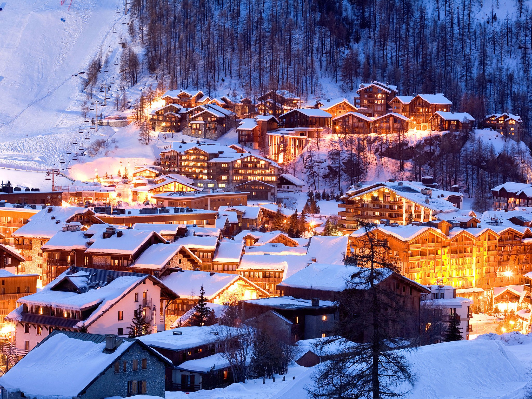 Grab Your Ski Gear and Hit the Slopes at 7 of the Best Ski Towns in the US!