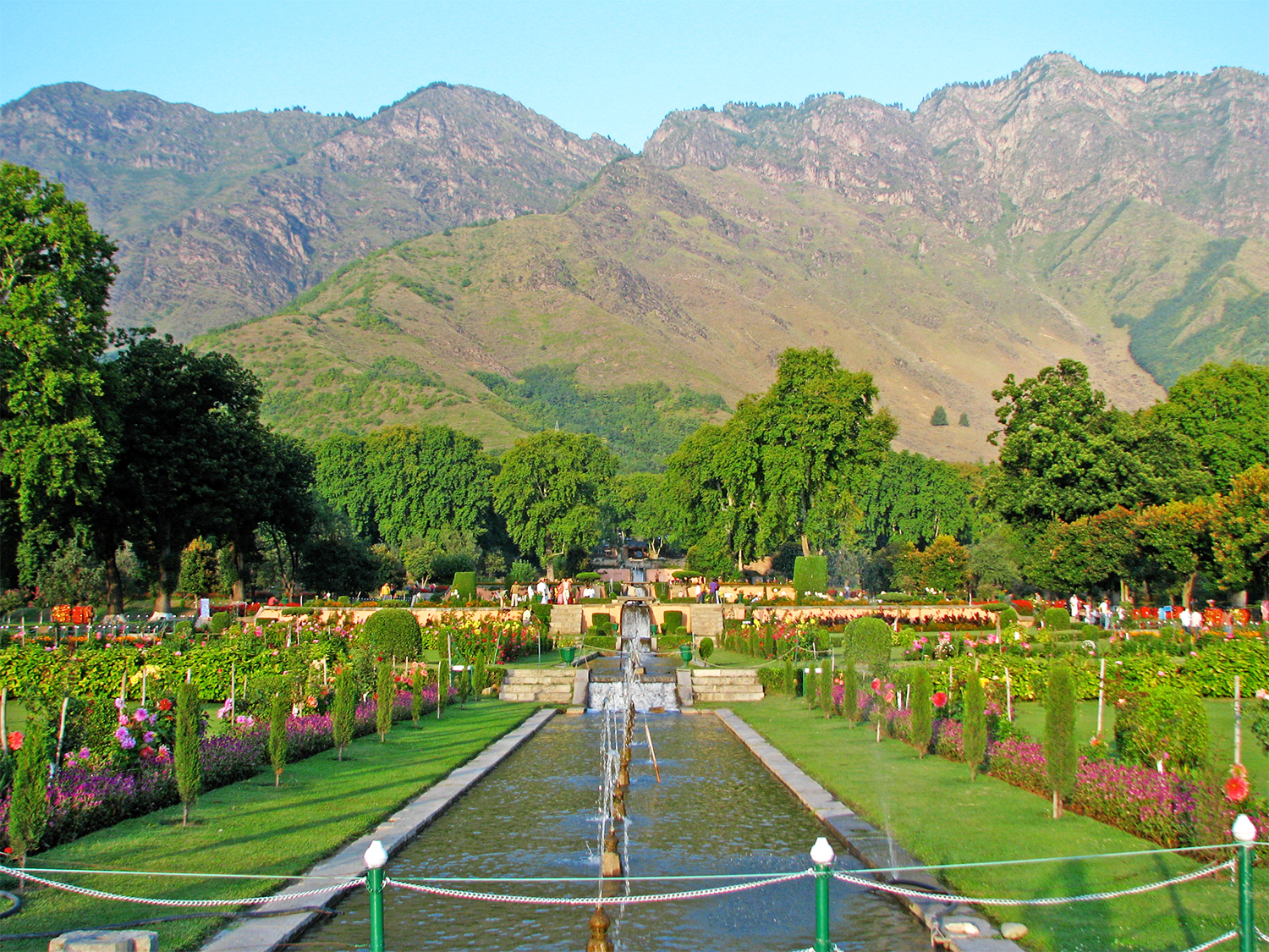 Stroll 5 Ethereal Mughal Gardens of Srinagar for a Trip to Paradise!