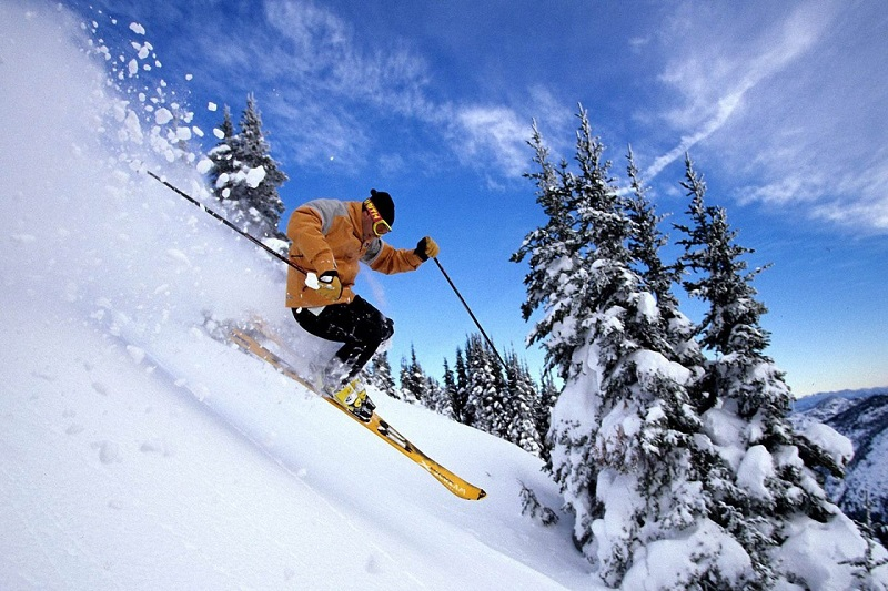skiing destinations in India