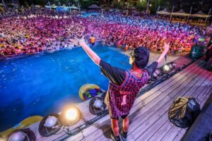 Thousands of Chinese attend a music festival hosted in Wuhan's open-air water park